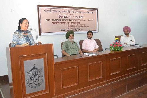 Expert Speaker Dr. Dhanwant Kaur delivering the lecture