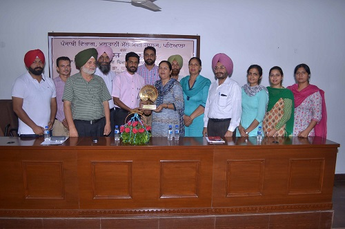 Principal Dr. Khushvinder Kumar and Staff Members of Punjabi Dept. honouring the Chief Guest Dr. Dhanwant Kaur