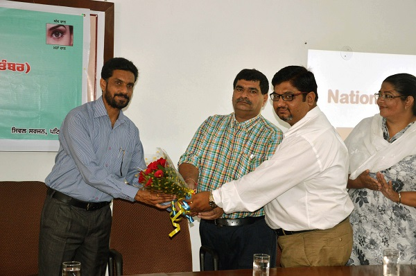 Dr. Harish Malhotra, Asst. Civil Surgeon, Patiala being honoured by the College administration.